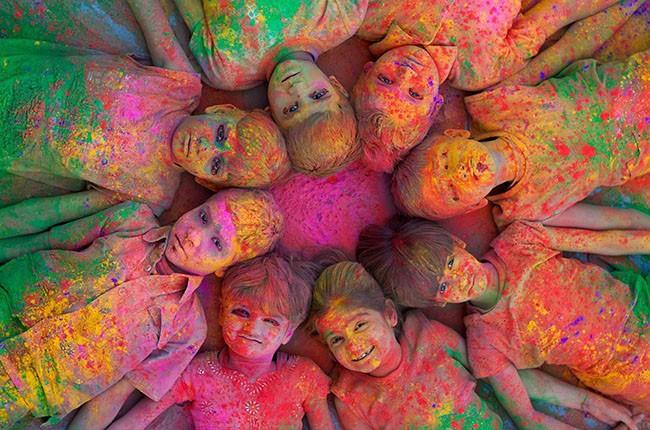 04-colorful_children_india_holi_jodhpur_1920x1080_wallpaper_Wallpaper_2560x1600_www-wall321-com-658a004a23