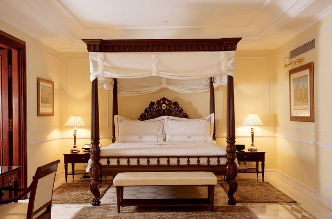 07-17-Royal-Imperial-Suite---Bedroom-5ab7e2b265