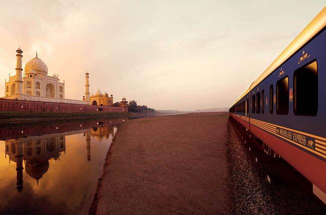 04-Maharajas-Express-por-el-Taj-Mahal-en-India-2a14e7efeb